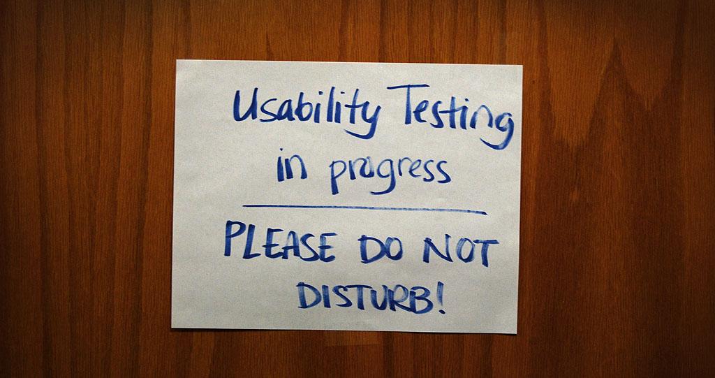 Kyltti ovessa: Testaus käynnissä.