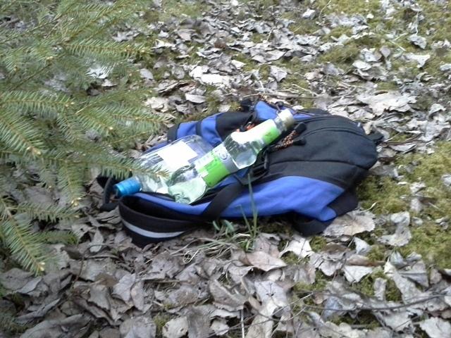 Moni nuori kertoo löytäneensä illan juomat  jopa repullisen juomaa metsästä. Legendaarinen selitys jota vielä nykyäänkin kuulee todella usein.