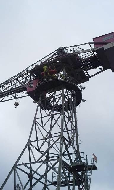 Työvuoron aikana palomiehet harjoittelevat mm. korkeanpaikanpelastamista.