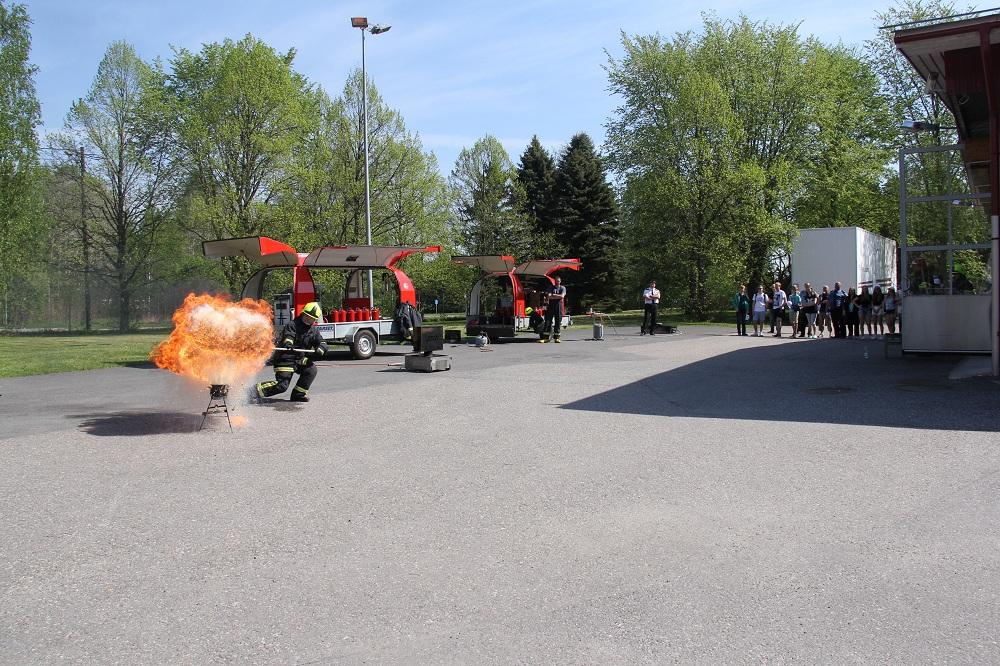 Alkusammutusta Artukaisten paloasemalla keväällä 2014