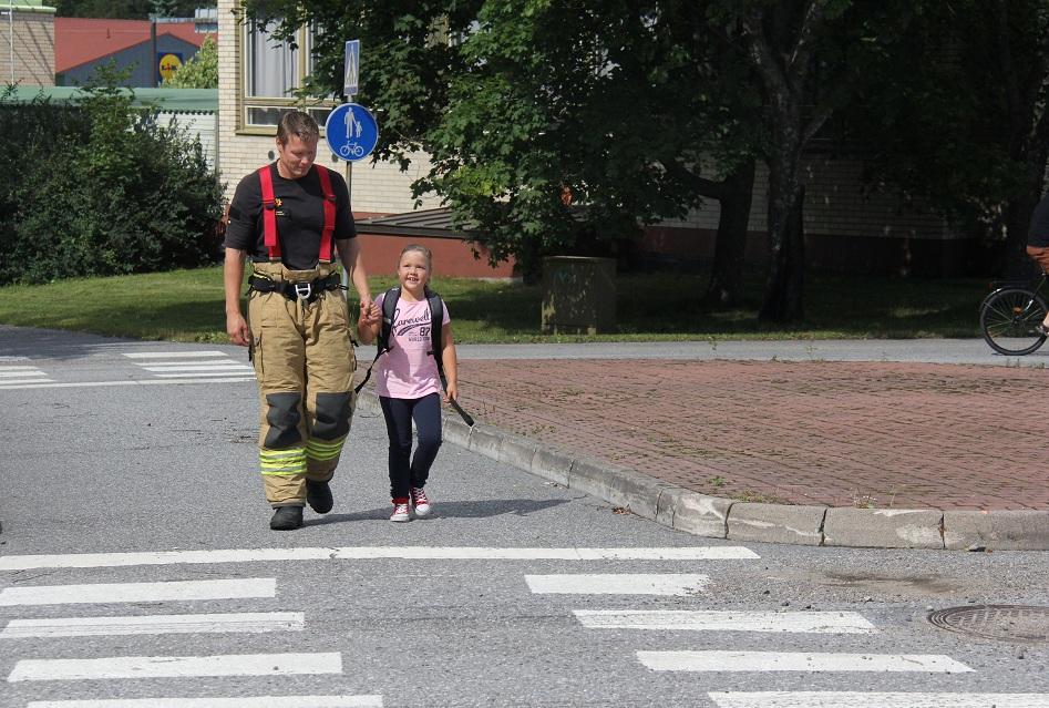 Koulut alkavat ja kadut täyttyvät pienistä koululaisista. Olkaa tarkkana!