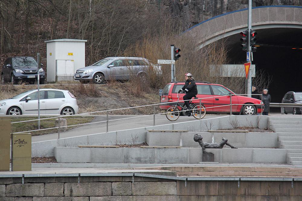 Et ole liikenteessä yksin. Siksi jokaisen liikenteessä liikkujan, niin jalankulkijan, autoilijan kuin pyöräilijänkin, on syytä noudattaa liikennesääntöjä.