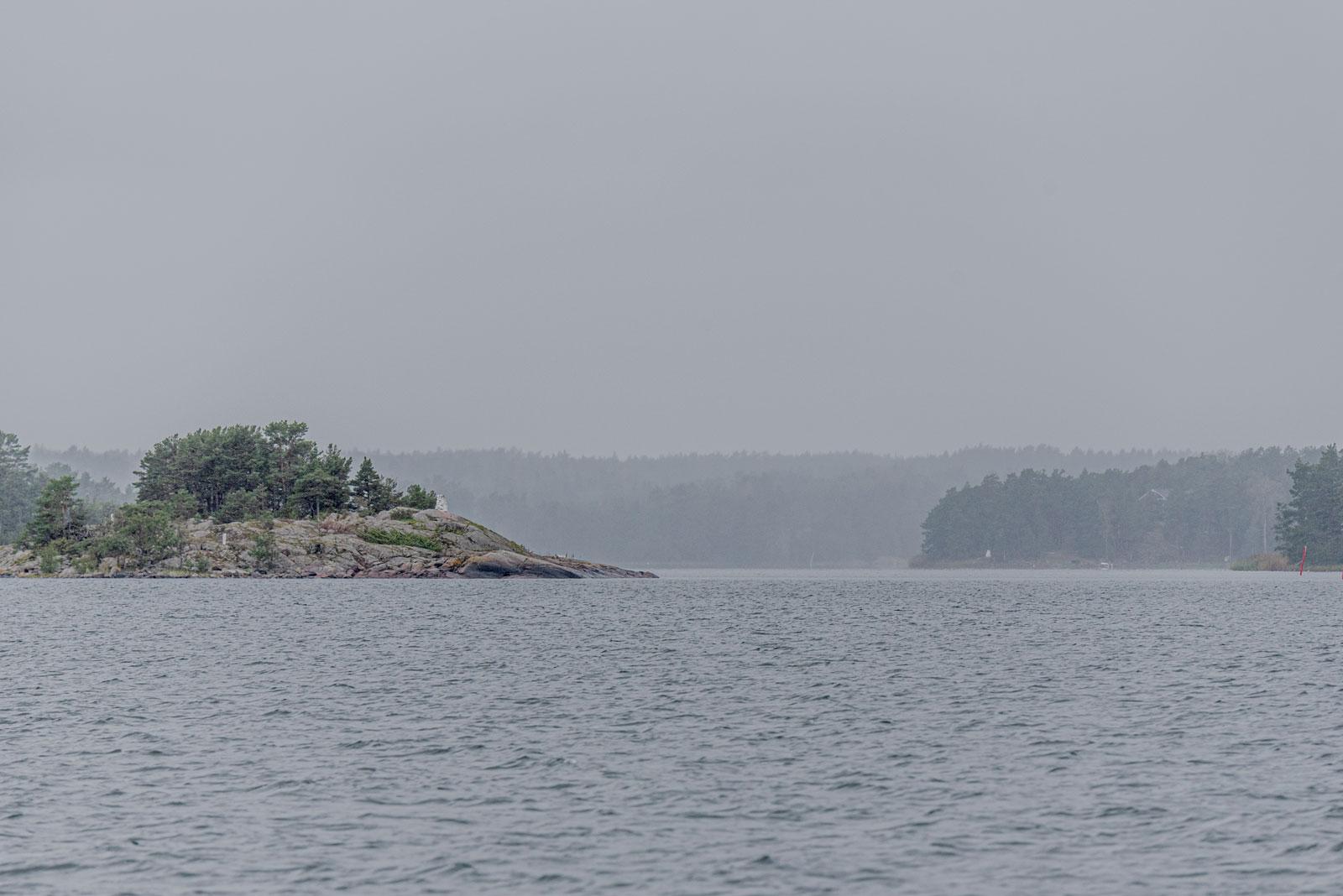 Kuvassa näkyy saaria merellä.